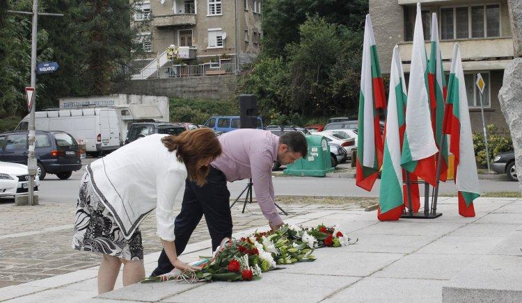 Кристина Сидорова и председателят на Общински съвет БСП – Габрово Здравко Кънчев участваха в честването на Съединението