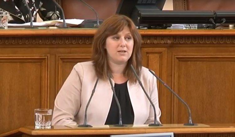 Сидорова към министър Вълчев: Закрихте поредното училище. Какво ще стане със сградния фонд на СУ