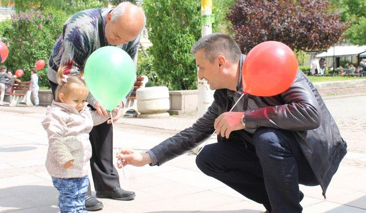 С хиляди балони и постери за Деня на труда БСП-Габрово отбеляза 1-ви май