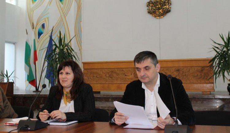 Кирил Добрев с въпрос към Кунева и със сигнал до Омбудсмана