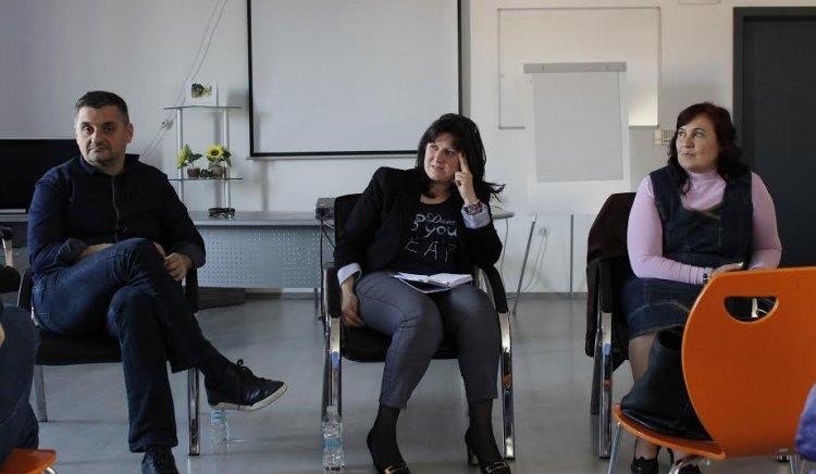 Учителите към Добрев: Отменете закона за образованието